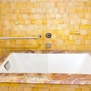 Kohler Tea for Two Bath Tub 2